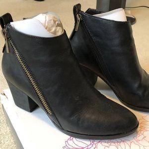 EUC Journee Black Zippered Heeled Booties, Sz 9